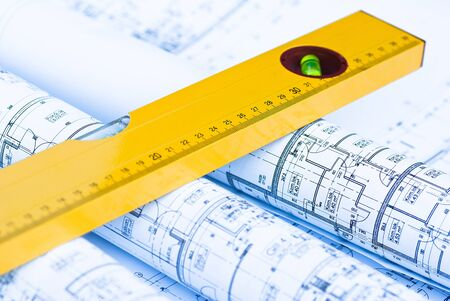 spirit level: spirit level and architectural drawings