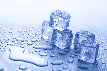 cubetti di ghiaccio: ghiaccio fondente Archivio Fotografico