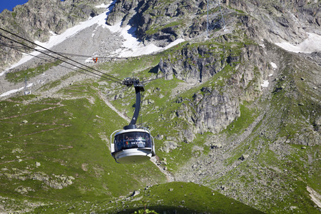 trecking: COURMAYEUR, IT - JULY 29, 2016: Cabin of new cableway SKYWAY MONTE BIANCO on the Italian side of Mont Blanc, Start from Entreves to Punta Helbronner at 3466 mt, in Aosta Valley region of Italy.