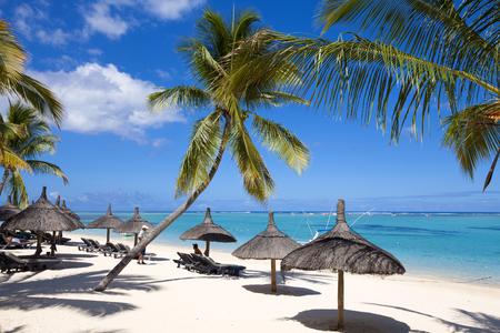 Luxueux hôtel de vacances cinq étoiles sur l'île paradisiaque tropicale Banque d'images - 76048505