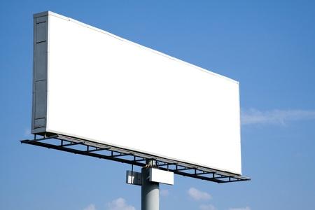 blank billboard: Blank Billboard on blue Sky f�r Ihre Werbung