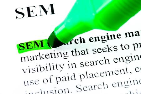 definici�n: Buscar SEM motor de la definici�n de marketing destaca por marcador verde Foto de archivo