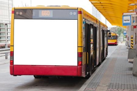 posting: Cartelera en blanco en la parte trasera de un autob�s para su anuncio