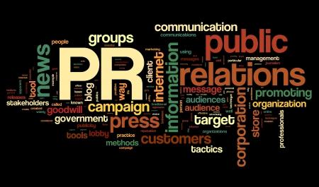 relaciones publicas: Las relaciones públicas en el concepto de nube de palabra de la etiqueta sobre fondo negro