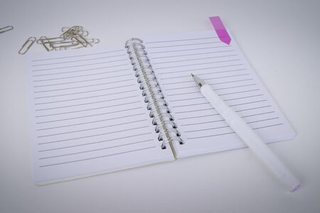 White pen, Notepad, scraper objects in the Office  table Banque d'images