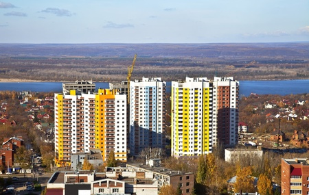 New Social apartment buildings in the residential area of Samara. Construction in the area of ??private houses on the banks of the Volga river. Zdjęcie Seryjne - 15941096