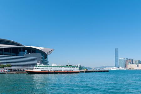 ビクトリアハーバーと香港島.写真はビクトリアハーバーから撮影 写真素材 - 96228611