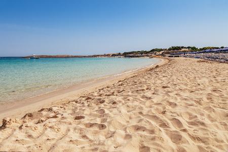 Beautiful landscape near of Nissi beach in Ayia Napa, Cyprus island, Mediterranean Sea. Amazing blue green sea and sunny day. Standard-Bild