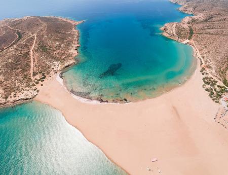 Luftvogelperspektive Drohnenfoto Prasonisi auf der Insel Rhodos, Dodekanes, Griechenland. Panorama mit schöner Lagune, Sandstrand und klarem blauem Wasser. Berühmtes Reiseziel in Südeuropa