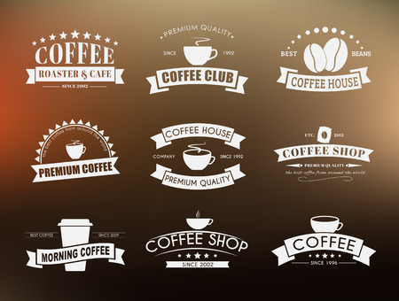logo de comida: logotipos Diseño de café (emblemas) en el viejo estilo con las cintas. Ilustración del vector. Fije en un fondo azul, el color de la tinta azul logotipos