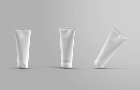 Vorlage einer weißen Tube mit Creme zur Hautpflege für die Werbung im Online-Shop. Mockup-Verpackung mit Lotion für Präsentationsdesign. Set kurze Flaschen auf einem isolierten Hintergrund