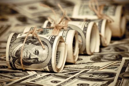 процветание: Рулон федерального резерва США отмечает $ 100. Старый стиль фото. Фото со стока