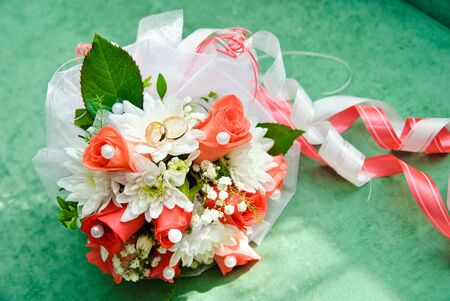 Braut-Bouquet von weißen Rosen Lizenzfreie Bilder