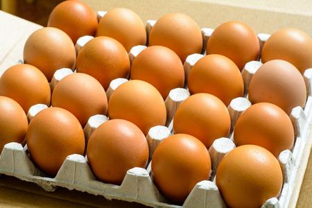 Frische natürliche rohe Hühnereier Nahaufnahme oben sehen. Lebensmittel Hintergrund. Lizenzfreie Bilder