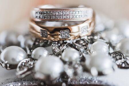 bubble level: Macro photo of wedding rings