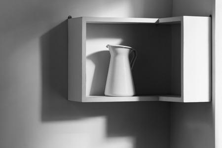 Minimalistische interieur van witte moderne keuken. een geïsoleerde