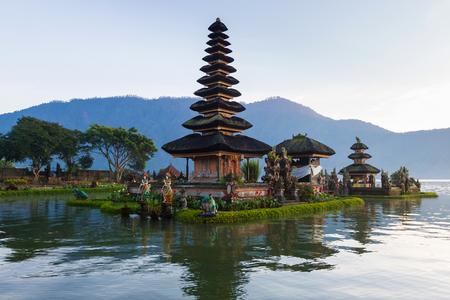 Pura Ulu Danau Bratan Temple in Bali. Early morning, sunrise, twilight, nobody Banco de Imagens