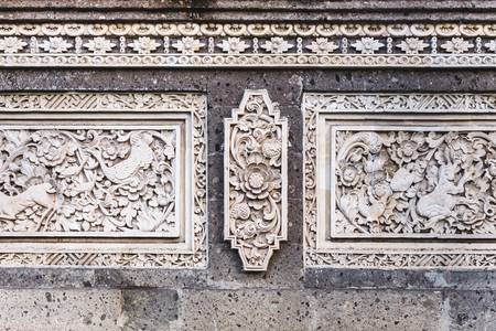 Traditional balinese stone carving, wall in temple 스톡 콘텐츠