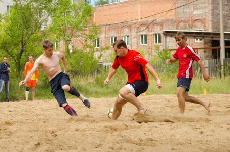 Komsomolsk-on-Amur, Russia - August 8, 2016. Public open Railroaders day. moment of game in beach football in amateur championship among men Redactioneel