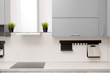 modern kitchen in scandinavian style with hob, fume hood and countertop. Banque d'images