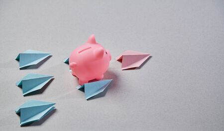 Start up and success. New business, aspirations, and investment concept. Piggy flying on paper planes Reklamní fotografie