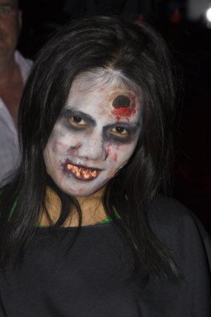 oct 31: PATTAYA, Tailandia - el 31 de octubre: Ni�a tailandesa celebra Halloween el 31 de octubre de 2010 en Pattaya, Tailandia. Halloween se ha vuelto popular en Tailandia en los �ltimos a�os.