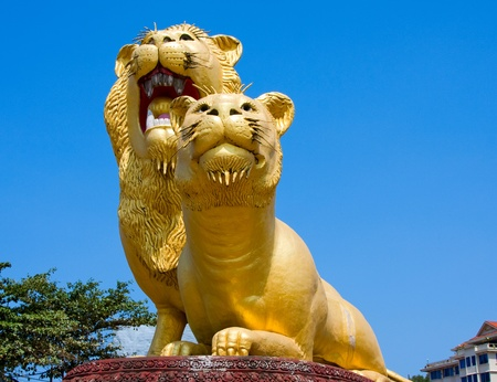 Statue of lion in the main square of the city Sihanoukville, Cambodia. 版權商用圖片