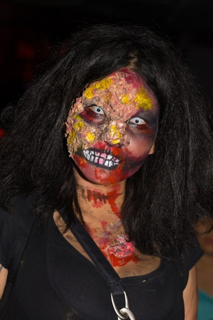 fester: PATTAYA , THAILAND - OCTOBER 31 : Thai girl celebrates Halloween on October 31, 2011 in Pattaya, Thailand. Halloween has become popular in Thailand in recent years .