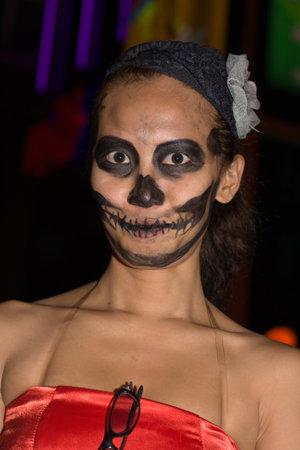 oct 31: Pattaya, Tailandia - 31 de octubre: chica tailandesa celebra Halloween el 31 de octubre de 2011 en Pattaya, Tailandia. Halloween se ha convertido en popular en Tailandia en los �ltimos a�os. Editorial
