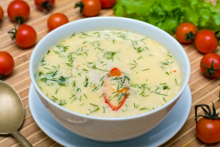 sour cream: Cream soup with chicken broth with vegetables