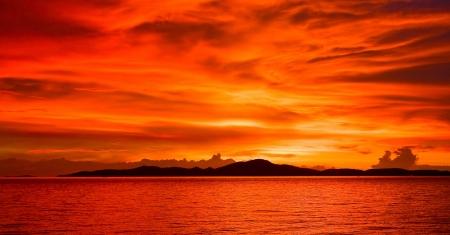 Beautiful sunset on the beach in Pattaya, Thailand. Stock Photo - 15170012