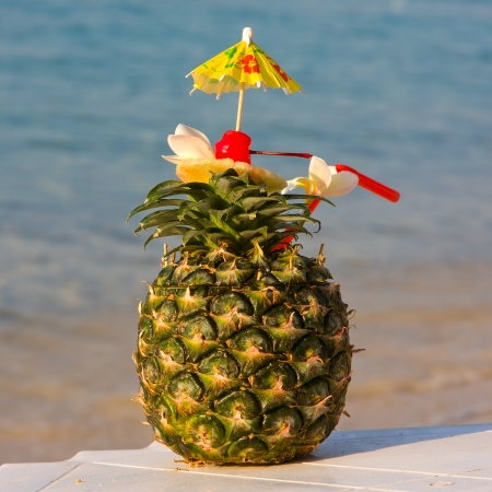 Tropical cocktail on the beach Stock Photo - 15695445