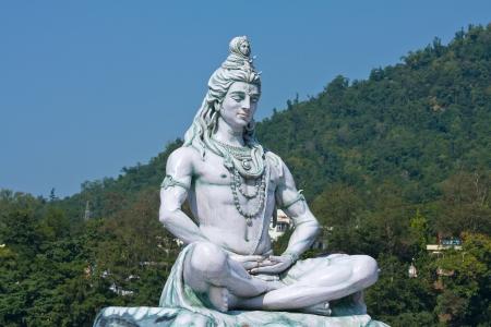 sanctity: Shiva statua a Rishikesh, India