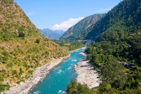 Ganges rivier in de Himalaya bergen. Uttarakhand, India.