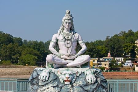 ashram: Shiva, hindu idol on the Ganges, Rishikesh , India Stock Photo