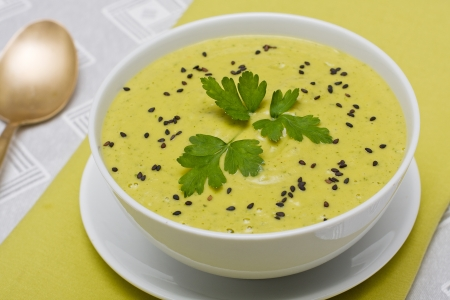 Spinach cream soup in white bowl Stock Photo - 17009831