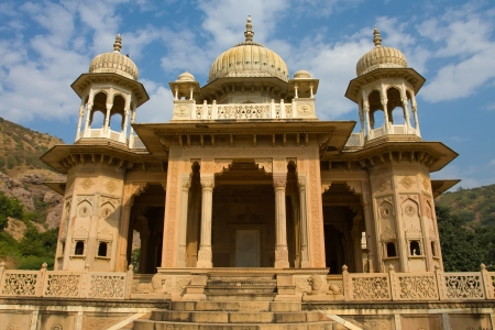 ki: Memorial grounds to Maharaja Sawai Mansingh II and family constructed of marble. Gatore Ki Chhatriyan, Jaipur, Rajasthan, India.
