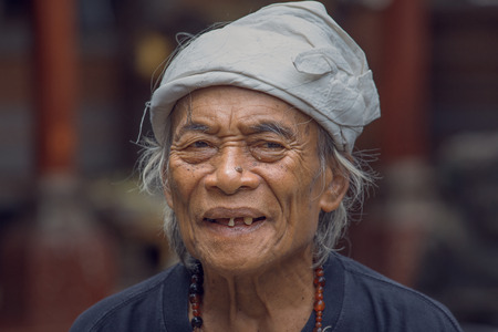 roberts: UBUD, INDONESIA - MARCH 10, 2015 : Portrait Ketut Liyer, traditional healer, who starred in the movie  Eat Pray Love  with Julia Roberts in 2010