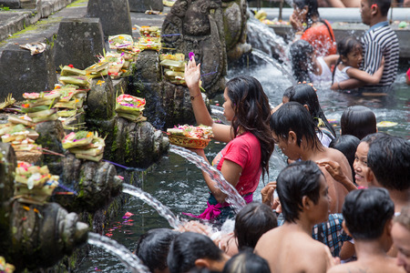 cleanse: BALI, INDONESIA - MARCH 29, 2015 : Unidentified Balinese families come to the sacred springs water temple of Tirta Empul in Bali, Indonesia to pray and cleanse their soul Editorial