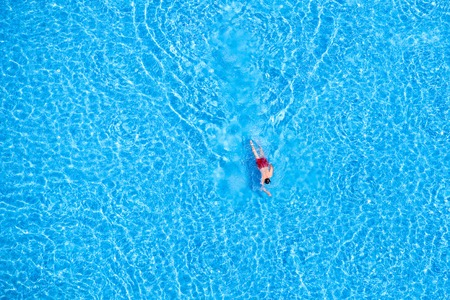 Man swim in the pool at the hotel. View from above. 스톡 콘텐츠