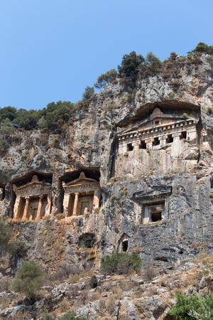 tumbas: Famosos tumbas licias de la ciudad antigua Caunos, Dalyan, Turquía Foto de archivo