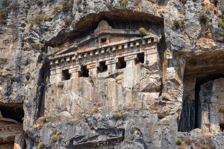 tumbas: Famosos tumbas licias de la ciudad antigua Caunos, Dalyan, Turqu�a Foto de archivo