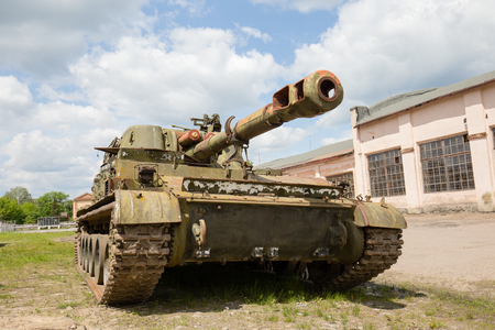 battle tank: ZHITOMIR, UKRAINE - MAY 23, 2016 : Russian battle tank close up: self-propelled armored artillery old howitzer 152mm howitzer 2C3 Akacia Editorial