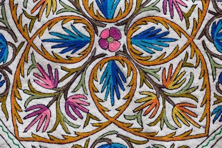 カシミール カーペット パターンの詳細です。スリナガル、インド。クローズ アップ