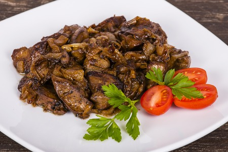 Chicken livers in a creamy sauce with onion on white plate, close up Stok Fotoğraf