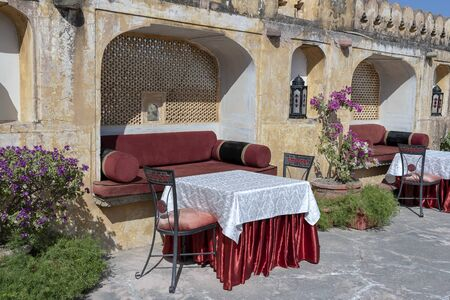 Cozy seating area with a sofa table and chairs near the Amber Fort in Jaipur, Rajasthan, India Imagens