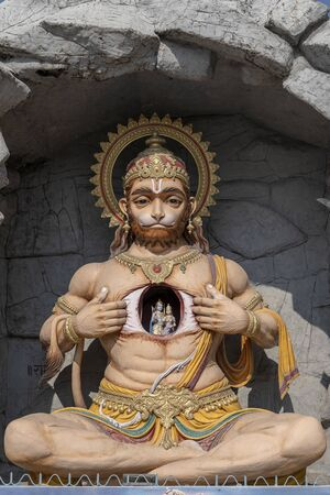 Hanuman statue, Hindu idol near Ganges River, Rishikesh, India. Sacred places for pilgrims. Statue that portray Lord Hanuman tear open his chest and reveal Lord Rama and Sita inside it, in heart Imagens