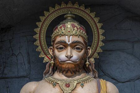 Statue de Hanuman, idole hindoue près du Gange, Rishikesh, Inde. Lieux sacrés pour les pèlerins à Rishikesh. Statue représentant Lord Hanuman
