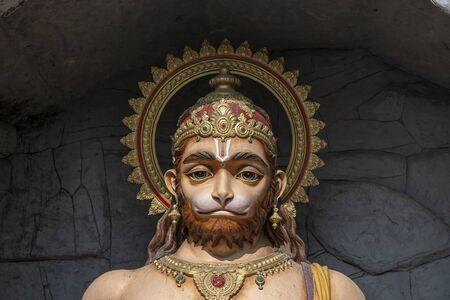 Statue de Hanuman, idole hindoue près du Gange, Rishikesh, Inde. Lieux sacrés pour les pèlerins à Rishikesh. Statue représentant Lord Hanuman Banque d'images