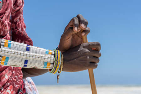 Tribal masai hand with a colorfull bracelet, close up. Zanzibar, Tanzania, Africa Standard-Bild